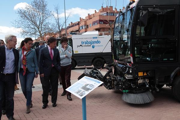 Alcobendas incorpora 5 m quinas nuevas para limpiar la ciudad for Empresas de limpieza alcobendas